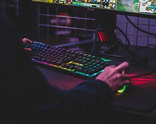 najlepsze komputery gamingowe do 2000 zł